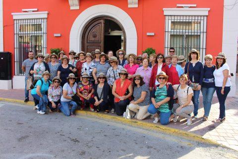 """Más de 40 pilareños asisten al """"picnic soludable"""" en Rojales"""