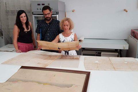 Nueve pergaminos medievales de Guardamar y dos planos del estado de las dunas antes de su repoblación están siendo restaurados por el Instituto Valenciano de Conservación