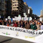Más de 20.000 agricultores colapsan Valencia en la mayor protesta del campo en la Comunitat Valenciana de este siglo